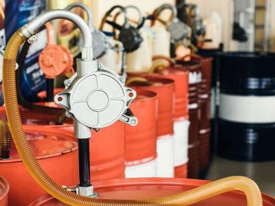 Gia công dầu nhớt công nghiệp: dầu thủy lực, dầu tuần hoàn, dầu máy nén khí, dầu động cơ diesel, nhớt xe máy...